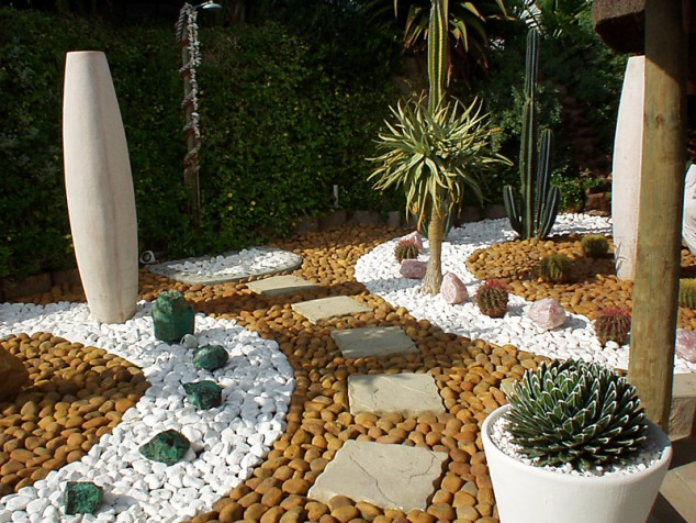 13 Delightful Garden Decorations With Pebbles on Backyard Pebbles Design id=24366