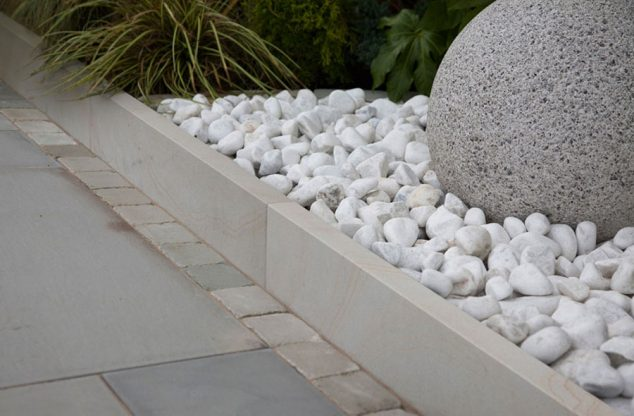 15 Ideas for White Sensation in Garden Landscaping With ... on Backyard Pebble Ideas id=91490