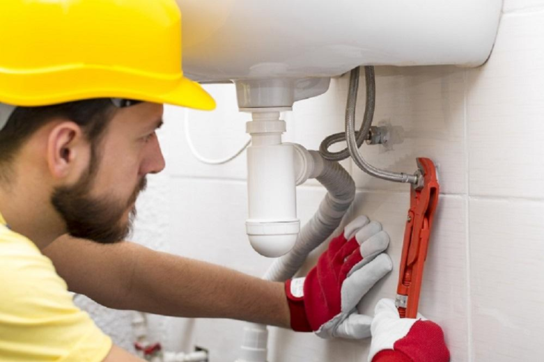 Finding an Emergency Plumber to Call for Repairs